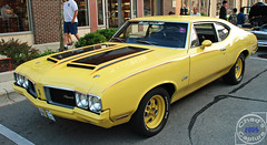 Rallye 350 (Chad Horwedel) Tags: black classic car yellow illinois promenade olds oldsmobile cutlass bolingbrook oldsmobilecutlass cutlasssupreme oldsmobilecutlasssupreme rallye350 bolingbrookmall 1970oldsmobilerallye350