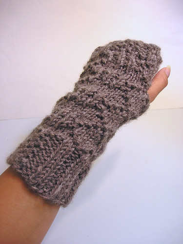 Wristwarmers, worn
