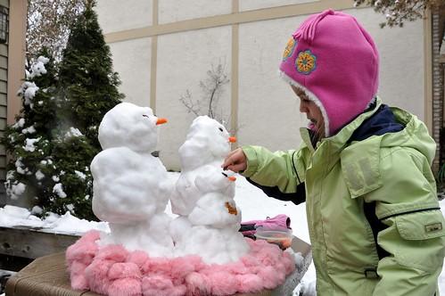 Alana Decorates Her Snowpeople