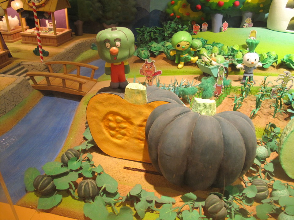 Anpanman characters on the farm.