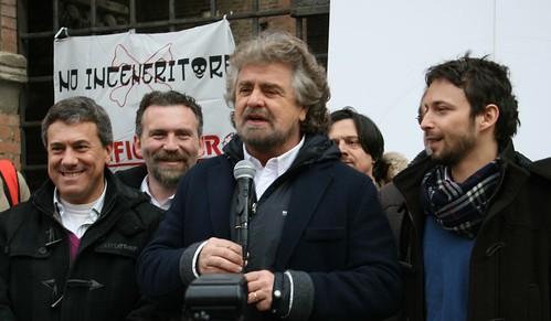 Ermes Fornaciari e Gianluca Sassi, candidati consiglieri della nostra provincia, insieme a Beppe Grillo e Giovanni Favia