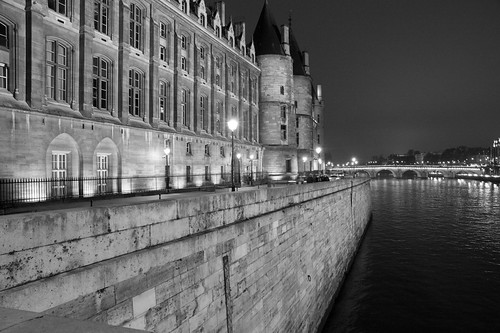 Paris by Night, La Conciergerie