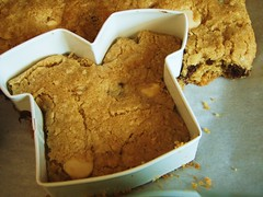 football shaped chocolate chip cookies (super bowl) - 05