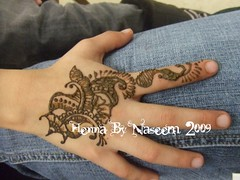 Paisley Design (HennaByNaseem) Tags: flowers flower art leaves tattoo leaf vines artwork hands hand vine dot swirl swirls freehand dots henna hina mehndi hena mendhi intricate heena temporarytattoo hinna hennabynaseem