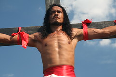 Crucifixion Philippines / Crucificao (RURO photography) Tags: portrait man male smile face religious pain blood asia catholic cross faces asahi retrato religion jesus cara christian believe portraiture asie christianity painfull portret homem breathtaking hombre crucifixion filipinas bloed homme philippinen holyweek jezus geloof discoverychannel azi kruis pijn katholiek crocifissione kruisiging gesichter filippijnen filippine religieus crucificao crucifixin  pagpakosakrus armh korsfstelse   discoveryphoto ukrzyowanie rudiroels thegalleryoffineportrait crucifiement zelfverminking zelfkastijding keresztrefeszts ukiovn korsfestelse   filipsoyggjar   ukriovanie lacrucification korsfstelse  ristiinnaulitseminen nukryiavimas