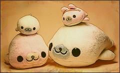 Mamegona: Happy family (Dagona) Tags: cute texture fun toy play sweet zabawa kawai mamegoma zabawka tekstura kochane odkie
