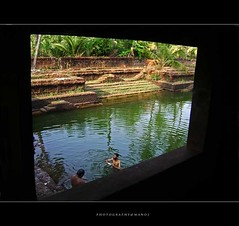 70 MM bath (Manoj Aswathi's Travel& Photography.) Tags: travel light people tourism water pool temple kerala keralam malabar 70mm travelphotography templepool kasargode traveltourism kanhangad aswathi233 mtv233 photographymanoj manojphotography madiyankoolom madiyan