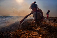 Stung Meanchey Garbage Dump, Phnom Penh, Cambodia (Mio Cade) Tags: poverty mountain hot girl work children kid garbage education asia cambodia child labor smoke environmental dump social health heat rubbish smoky recycle phnom penh tira stung meanchey