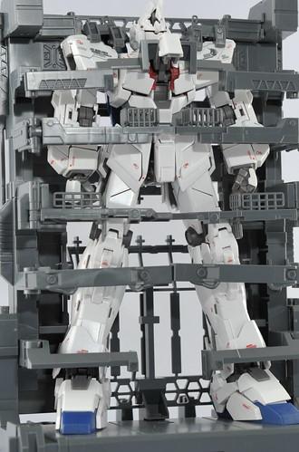 MGのケージに格納コクピットハッチオープン