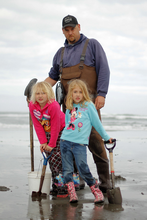 clammer-father&daughters
