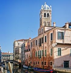 Campanile Santa Fosca (Tiigra) Tags: venice veneto italy it 2014 architecture bell boat bridge church city dome river tower