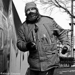 ARTIST IN ACTION.. (Akbar Simonse) Tags: holland netherlands nederland graffiti spuitbus spraycan streetphotography streetshot straatfotografie straatfoto people candid artist zwartwit bw blancoynegro bn monochrome square vierkant akbarsimonse