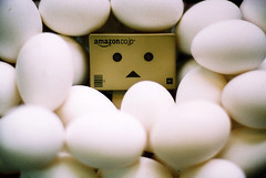 eeeeeeeeeeeeeegg (C.L.I.W) Tags: cute film face toy japanese robot egg agfavista100 nikonfm2 公仔 danbo numerous nikkor50mm14ais danboard 阿愣 阿楞 amazoncomjp 吃不完的蛋 danbo蛋堡