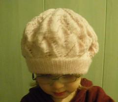 cf9ac74a044 Siin siis mõned pildid, barett nagu Lainel Õnne 13-st, ainult et natuke  teist tooni... ja siililegi selge kes selle hunniku mahavahu omanikuks  saab. Mütsi ...