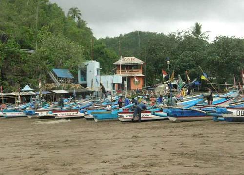 Kapal Nelayan  Bersandar Di Pantai Baron
