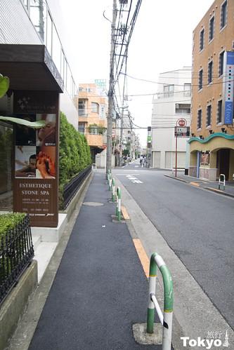 飯店前的小路