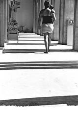 chemin barré (Gwendoul) Tags: baby white black blanco mexico noir negro mama bebe jugos maman blanc barre lignes lineas licuados méxique