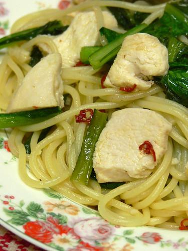 小松菜と鶏胸肉のスパゲティ
