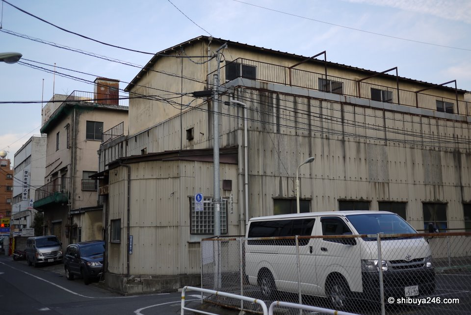 There are still quite a few old factories and buildings in the Osaki area. There were a few printing and dye companies around.