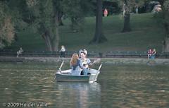 Romantic NYC (Helder Valle photographer) Tags: parque usa lake newyork horizontal boat photographer unitedstates guitar centralpark manhattan northamerica romantic 2009 fotógrafo estadosunidos americadonorte canoneosrebelxti heldervalle ©2009heldervalle