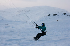 Haukeli (TrulsHE) Tags: winter white snow kite cold norway norge vinter cloudy kiting dnt sn kiteskiing bergans haukeli snowkiting kaldt hvitt overskyet fjellstue haukeliseter turistforeningen
