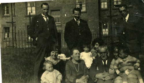 Watt Family at 45 Dinart Street, Riddrie, 1924