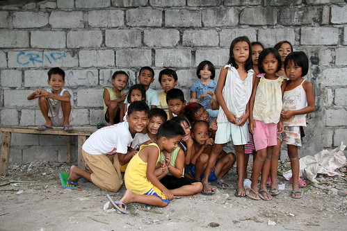 Asia - Philippines: the slums in Angeles City... preteen girls