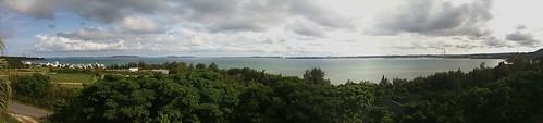 午前中、雲が多いながらも晴れてきたので、R58で1時間エメラルドグリーンの海をみながらドライブして、名護の宮里そばに昼飯食いに行ったら、何故か今ごろ金武湾を見渡す伊芸SAにいるという。ちなみに昼飯食ってません…