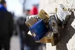 Love Locks Brooklyn Bridge (Satoshi Oka) Tags: bridge newyork love brooklyn canon lock amor ponte 7d oka satoshi novaiorque cadeados