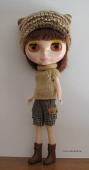 Brownish set (sweater & hat) for Blythe: elegantly cosy!