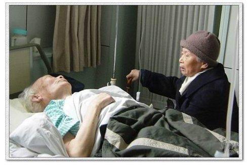外婆在医院里陪外公