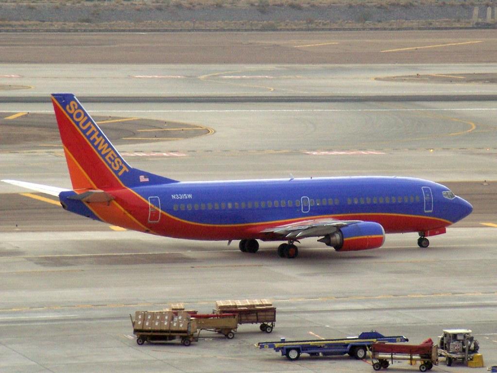 Boeing 737-3H4  N331SW