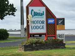 Coastal motor lodge