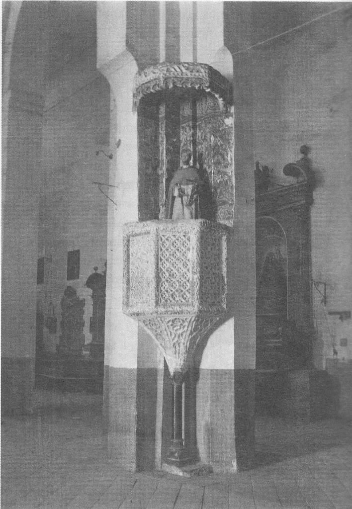 Púlpito donde predicara San Vicente Ferrer en la Iglesia de Santiago del Arrabal de Toledo. Fotografía de principios del siglo XX de Pedro Román Martínez