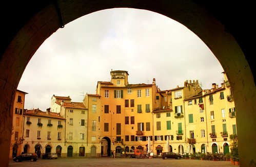 Piazza dell'Anfiteatro a Lucca, Toscana