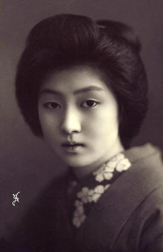 Hairstyles of Geiko and Maiko, past and present! 4407605367_5456324c51