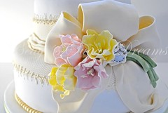 Tulip Bow (Bettys Sugar Dreams) Tags: flower cake lace weddingcake hamburg betty bow tulip bling 25th anniversery hochzeitstorte torte kurs tulpe blten fondant schleife spitze silverwedding torten gumpaste silberhochzeit hochzeitstorten sugarpaste motivtorte bettyssugardreams zuckerblume bettinaschliephakeburchardt bltenpaste