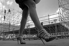 dal set From the ground ( o tutti giù per terra ) (Donato Buccella / sibemolle) Tags: street blackandwhite bw italy milan workers legs milano streetphotography scaffold duomo elezioni lowangle piazzaduomo fromtheground operai ponteggi img6110 sibemolle