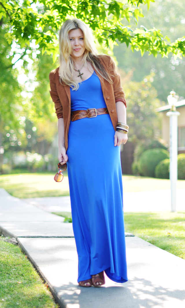jersey maxi dress with cognac accessories and BLAZER