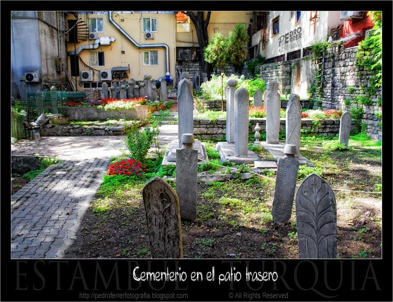 Estambul - cementerio ¡¡en el patio trasero!!