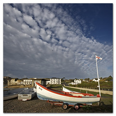 The cross of St George, a boat called Sue, altocumulus cloud porn, the photographers shadow and the flies! (s0ulsurfing) Tags: uk blue light shadow england sky cloud sunlight english texture weather clouds composition canon boats island hotel bay coast boat october skies photographer britain patterns flag wide blues wideangle coastal vectis isleofwight flies vista coastline british sue flagpole stgeorge isle 2009 cloudporn nube wight albion meteorology freshwater nephology altocumulus 10mm freshwaterbay sigma1020 s0ulsurfing vertorama