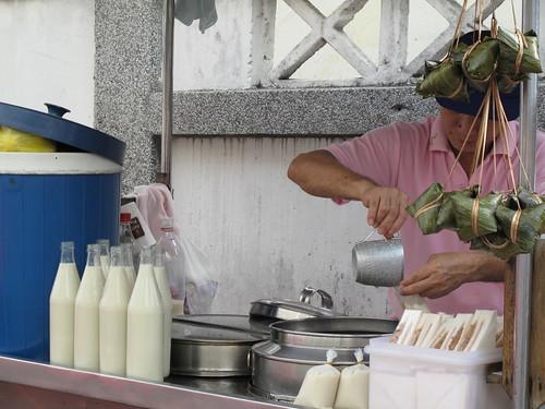 IMG_5623 Hatyai street soya bean milk.合艾街边的豆花水
