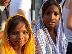 Petites filles indiennes (lylyfab) Tags: sari indienne indiennes churu