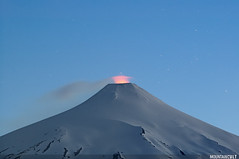 Villarrica volcano (MOUNTAINCULT) Tags: chile blue winter sunset red patagonia mountain snow cold night montagne stars landscape star volcano lava twilight dusk smoke explosion paisaje ridge flame crater summit andes invierno vulcan geology montaa magma villarrica volcan hivern gases patagonian coneshaped parquenacionalvillarrica villarricanationalpark mountainphotography rucapillan mountaincult mountainphotographer