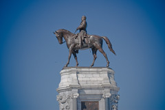 Statue of Robert E. Lee on Monument Avenue in Richmond, VA