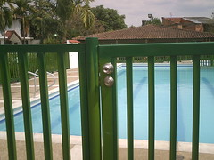 Cerradura de seguridad - Cerramiento de Piscina - Madera Plastica (inver.incon) Tags: de piscina seguridad 2010 chapa 2171 decreto cerramiento