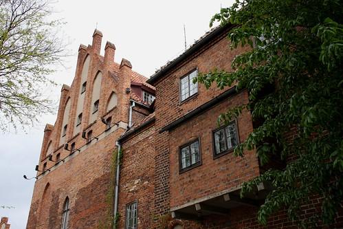 Szczyt zachodni północnego skrzydła reprezentacyjnego i wykusz bramny zamku w Kętrzynie