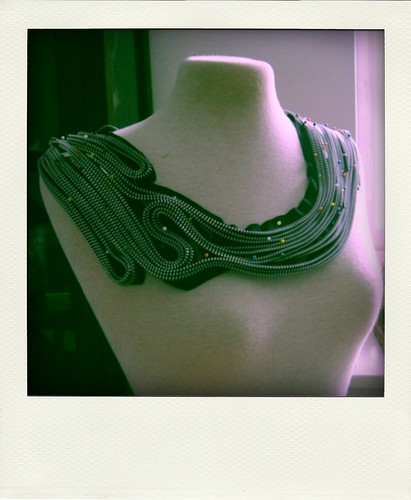 Zipper necklace in progress 1-pola