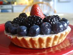 #38 for project 365 (antigravityaddiction) Tags: food fruit dessert strawberry berry blackberry bokeh blueberry pastry tart project365 antigravityaddiction katchorman