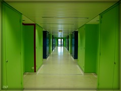 Couloir 2 - Corridor 2 - A4 Jussieu (Zinaida Beaumont (lot of work at the office)) Tags: paris france color colour green frankreich university universit corridor vert grn couleur couloir jussieu rl parisvi unversitpierreetmariecurie